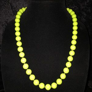 Jewelry - Beautiful Vintage Neon Green Necklace JJ016